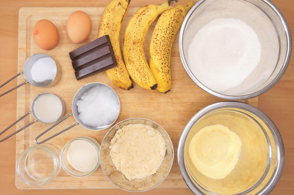découvrez tous les ingrédients nécessaires pour réaliser la recette du banana bread au chocolat