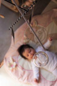 le mobile munari est idéal pour les premières semaines de bebe