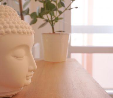 une video qui invite à prendre soin de soi et à prendre 10 minutes par jour pour méditer et se faire du bien.