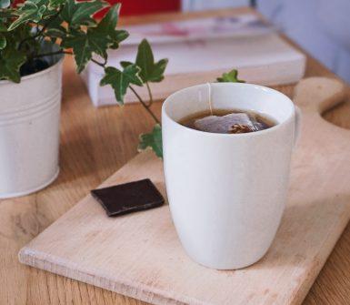 Une tasse de thé pour bien commencer sa journée dès le matin