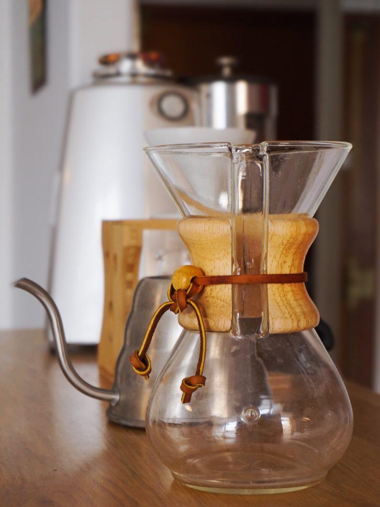 plutôt café ou thé le matin pour bien démarrer la journée ?
