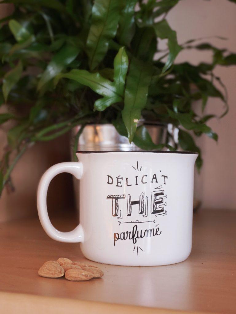 une bonne tasse de thé bien chaud pour un réveil tout en douceur